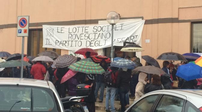 Movimenti per il diritto all'abitare occupano la sede regionale del PD