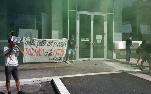 #Degage occupa la sede della Casa della Trasparenza di Parnasi