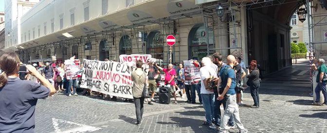 Degage non si ferma: conferenza stampa e palestra in piazza verso corteo #4S