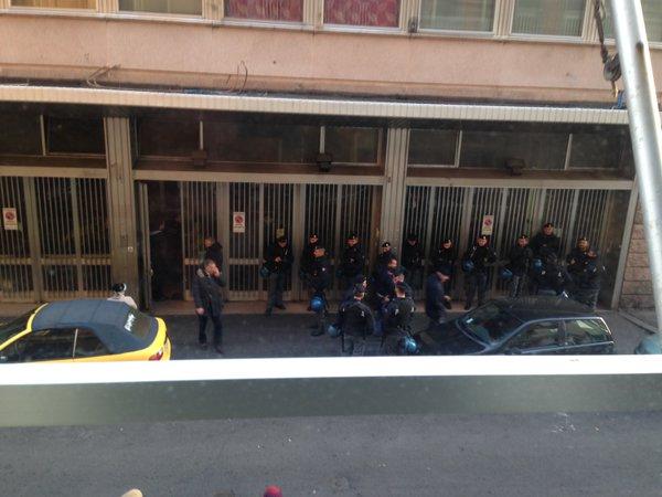 Operazione di polizia all'occupazione di Piazza Indipendenza
