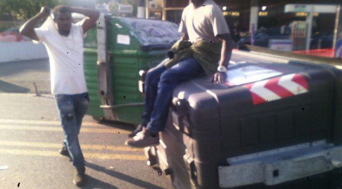 Sgomberati 500 migranti su via Tiburtina: cariche e blocchi stradali