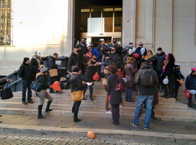I precari bloccano gli ingressi dell'Istat